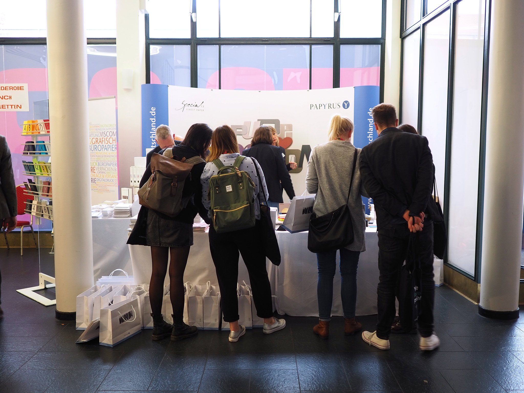 slanted-Creative-Paper-Conference-2018_06