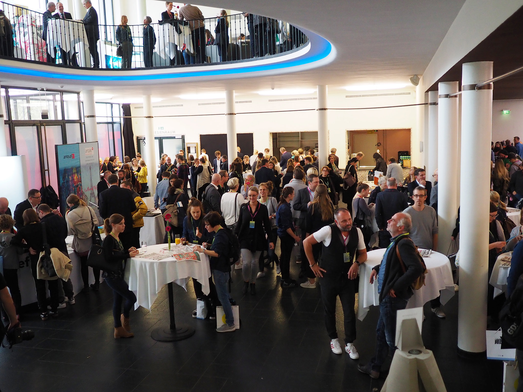 slanted-Creative-Paper-Conference-2018_27