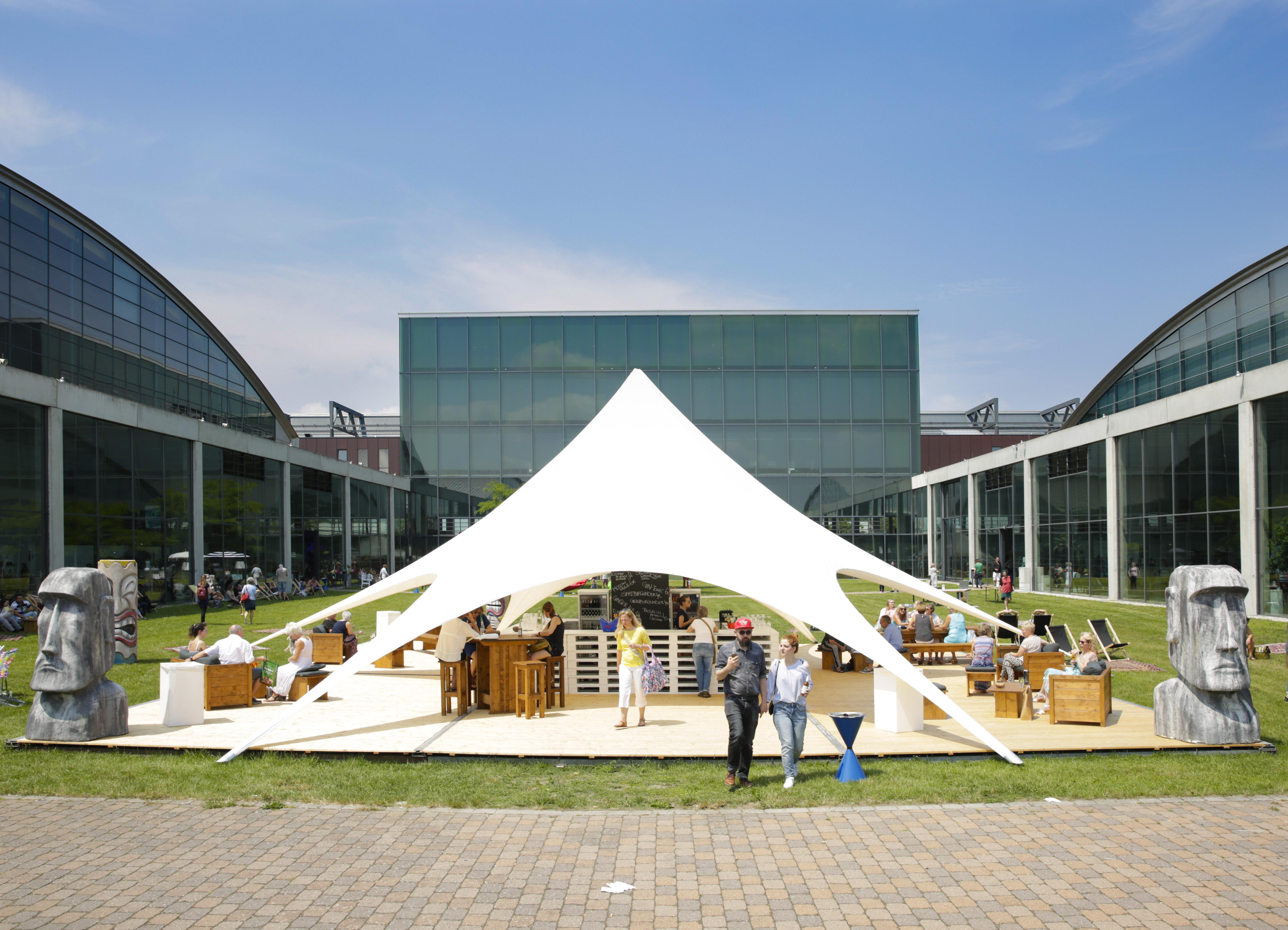 loft-atrium-mit-bar