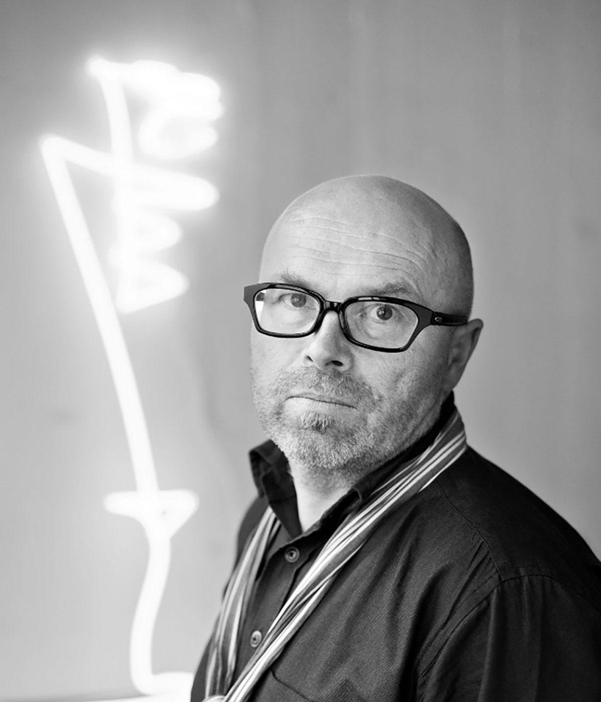 Franz_Betz_portrait-mit-licht_sw