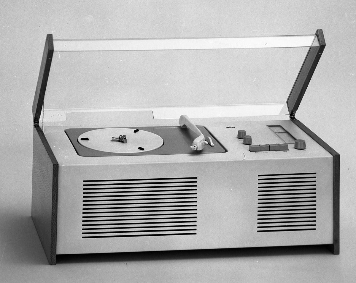 1200_f_57_0001_braun-sk-4-1956-Entwurf-Gugelot-Rams-Foto-Wolfgang-Siol-c-HfG-Archiv-Museum-Ulm