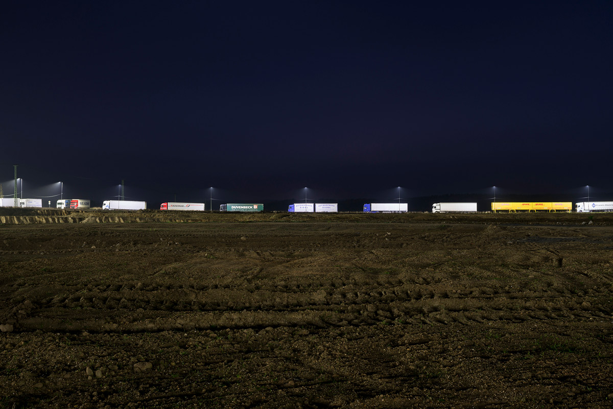 Slanted-6-Steel-Cities_146_Trucks-seen-from-logsitcis-shed-construction-site_Studio-Flusser_2019